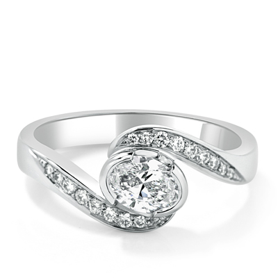 Oval Shape Diamond Engagement Ring in 18ct White Gold - Platinum / Palladium